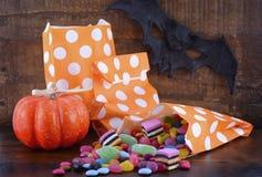 Bolsos del truco o de la invitación del caramelo de Halloween Imagenes de archivo
