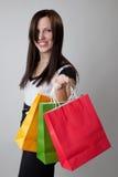 Bolsos felices de la explotación agrícola de la muchacha de compras Fotos de archivo libres de regalías
