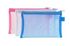 Bolsos netos claros transparentes en rosa blanco azul aislados en blanco Imagenes de archivo