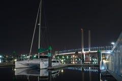 Bolte bro och katamaran Arkivbilder