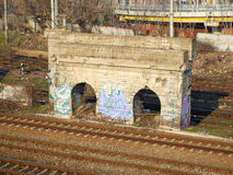 Bolwerk między linią kolejową Obrazy Royalty Free