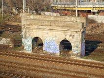 Bolwerk tussen spoorweg Royalty-vrije Stock Afbeeldingen