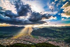 Bolzano/Bozen cityscape på solnedgång med moln royaltyfria foton