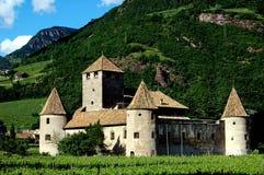Bolzano Italien:  Feodala Castello Mareccio Arkivbild
