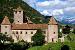 Bolzano Italien:  Feodala Castello Mareccio Royaltyfria Bilder