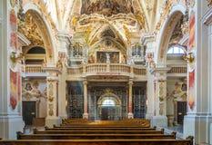 Bolzano Varna i södra Tyrol, Italien, kan 25, 2017: inre av klosterAbbazia di Novacella för Augustinian kanoner de vanliga locana Royaltyfri Bild