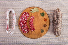 Bom alimento apresentado na tabela Fotografia de Stock