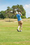 Bom balanço pelo jogador de golfe novo Imagem de Stock