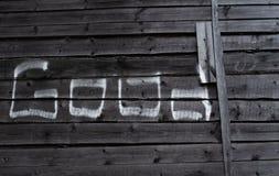 Bom da palavra 'escrito no giz em placas de madeira imagens de stock royalty free