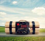 Bomba con el contador de tiempo en el camino en al aire libre imagen de archivo libre de regalías