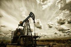 A bomba de óleo fotografia de stock