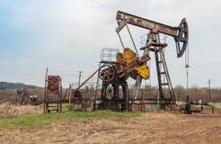 Bomba de óleo de trabalho fotografia de stock royalty free