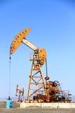 Bomba de óleo em Xinjiang, China Fotos de Stock Royalty Free