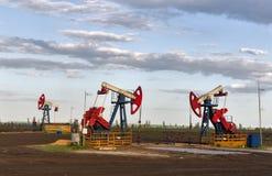 A bomba de óleo está bombeando Fotos de Stock
