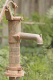 Bomba de agua vieja fotografía de archivo libre de regalías