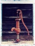 Bomba de agua vieja, transferencia de imagen polaroid Fotos de archivo libres de regalías