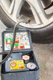 Bomba de ar portátil do inflator do pneu de carro fotos de stock