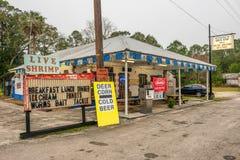 Bomba de gas del vintage en la carretera 19, la Florida de los E.E.U.U. Imagen de archivo