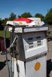 Bomba de gasolina britânica do estilo antigo foto de stock royalty free
