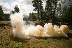 Bomba de humo anaranjada del ejército Fotos de archivo
