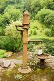 Bomba de mão do poço de água Fotografia de Stock