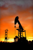 Bomba de petróleo imágenes de archivo libres de regalías