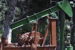 Bomba de petróleo abandonada Imagen de archivo libre de regalías