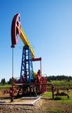 Bomba de petróleo com copyspace do céu Imagem de Stock Royalty Free