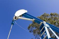 Bomba de petróleo del campo Gato Imagenes de archivo