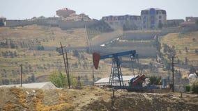 Bomba de petróleo Extração da estação de bombeamento do óleo video estoque