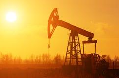 Bomba de petróleo Silhoutte Imagen de archivo libre de regalías