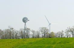Bomba de viento y turbina de viento Foto de archivo libre de regalías