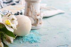Bomba del bagno, sapone e faro decorativo Fotografia Stock