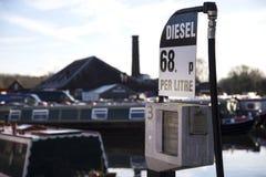 Bomba diesel en una yarda del barco de canal Fotos de archivo libres de regalías