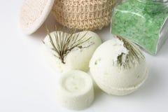 Bomba do banho do eucalipto em um branco Imagens de Stock