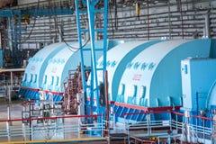 Bomba eléctrica en la sala de máquinas para las turbinas de vapor de la central nuclear de Kursk fotos de archivo