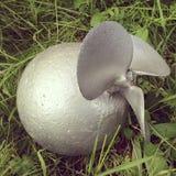 Bomba falsa en una hierba Foto de archivo