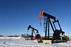 Bomba Jack do campo petrol?fero imagem de stock royalty free