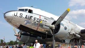 Bombardeiros do vintage na pista de decolagem na mostra imagens de stock