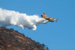 Bombardero CL-415 Scooper estupendo 246 aviones contraincendios Foto de archivo libre de regalías