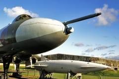 Bombardero de Vulcan y misil azul de la raya Foto de archivo