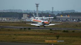 Bombardero inminente CRJ-1000 almacen de video