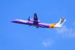Bombardero Q400 de Flybe fotos de archivo libres de regalías