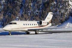 Bombardier BD-100-1A10 Challenger 350. Samedan/Switzerlad: CS-CHE | Bombardier BD-100-1A10 Challenger 350 | NetJets Europe at Engadin Airport in Samedan/ Stock Photography