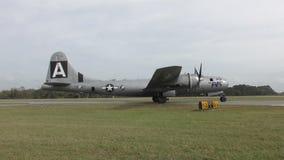 Bombardier de l'ère B-29 de la deuxième guerre mondiale banque de vidéos