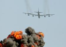 Bombardier lourd sur une mission photographie stock libre de droits