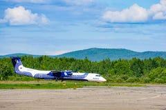 Bombardier Q Reeksdhc Streepje 8-Q400 in profiel stock foto's