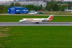 Bombardier van Ruslineluchtvaartlijnen de Regionale Straal crj-200 vliegtuigen van Canadair in de Internationale luchthaven van P Royalty-vrije Stock Foto