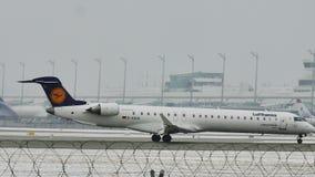 Bombardiere CRJ-900 D-ACKH di Lufthansa CityLine video d archivio
