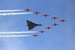 Bombardiere di Vulcan e frecce rosse Fotografia Stock